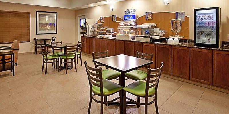Holiday Inn Express - Topeka North