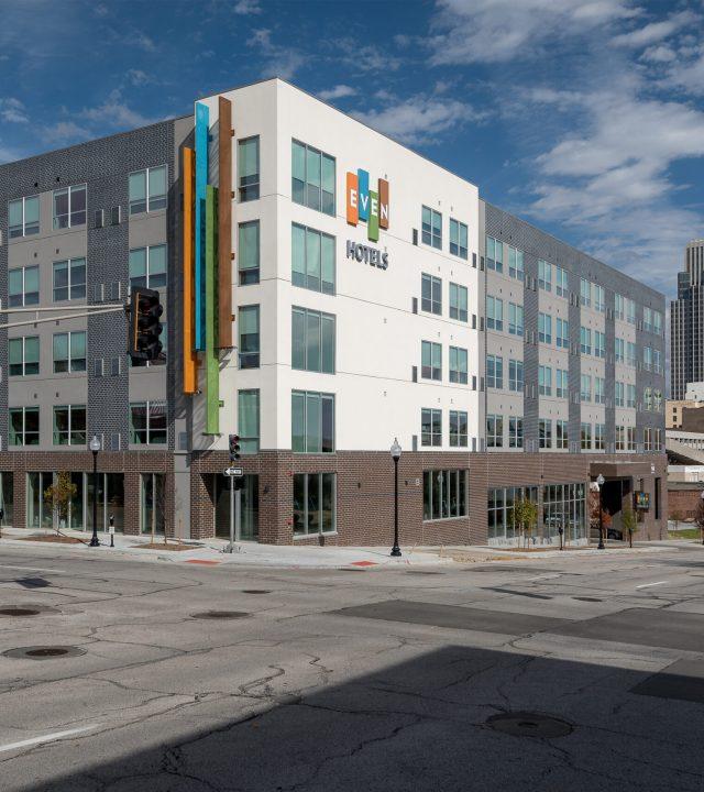 Hotel Even Omaha Building